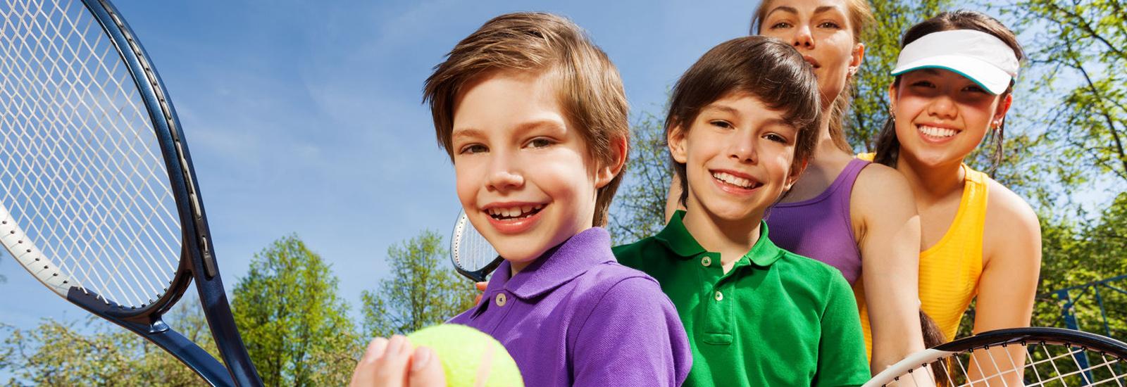 Serwis rakiet, półkolonie oraz obozy tenisowe, urodziny dla dzieci.